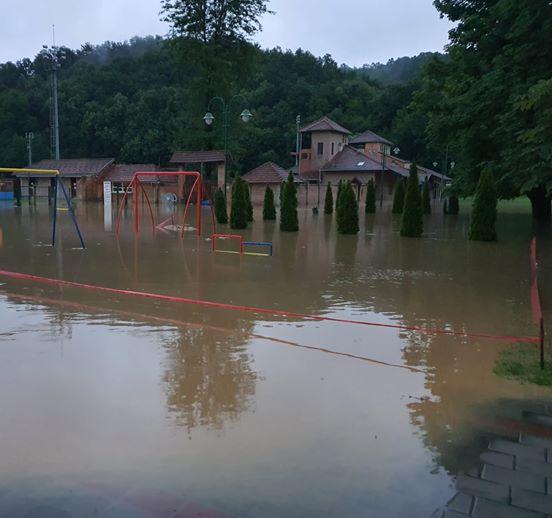 Poplavljen sportski centar u Guči