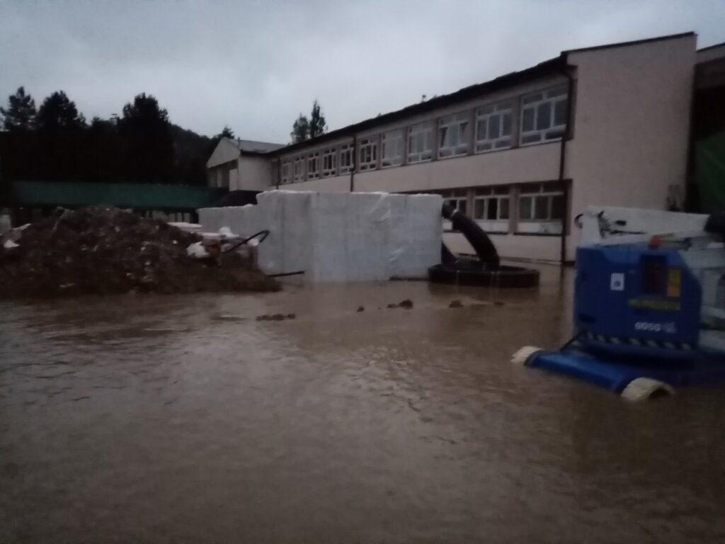 Tek renovirana skola pod vodom